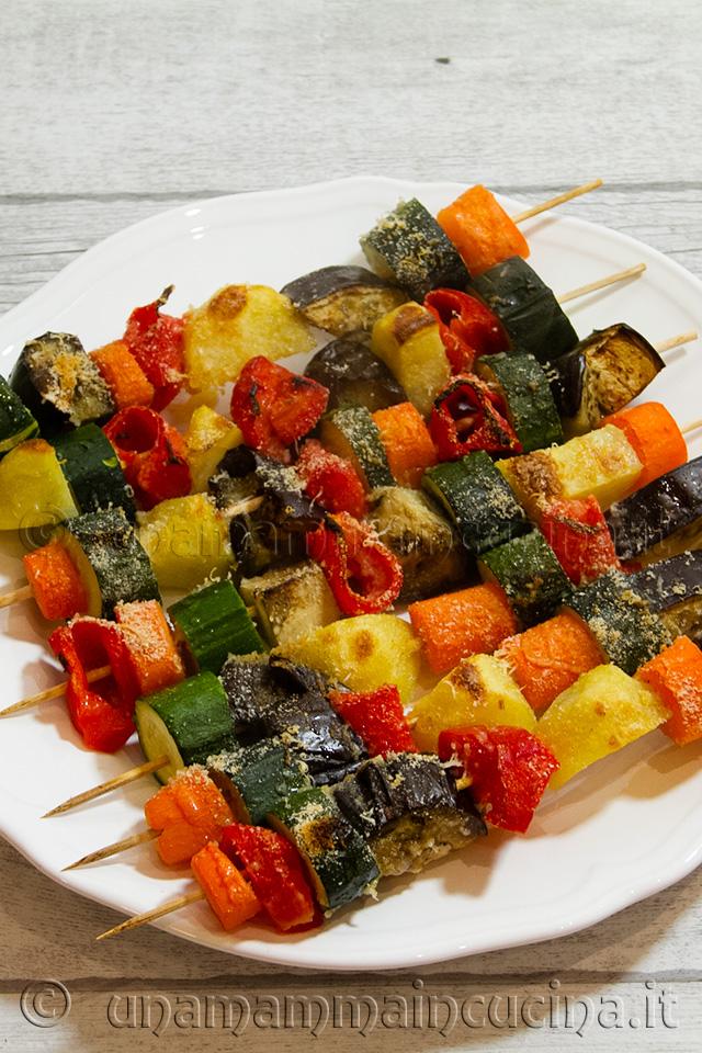Spiedini di verdure di stagione al forno ricette per la for Ricette di verdure