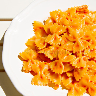 Farfalle alla crema di peperoni | Ricetta di Una Mamma In Cucina