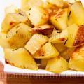 Quadrotti di patate cotte al forno croccanti con rosmarino leggere gustose e adatte ai bambini | Ricetta di unamammaincucina.it