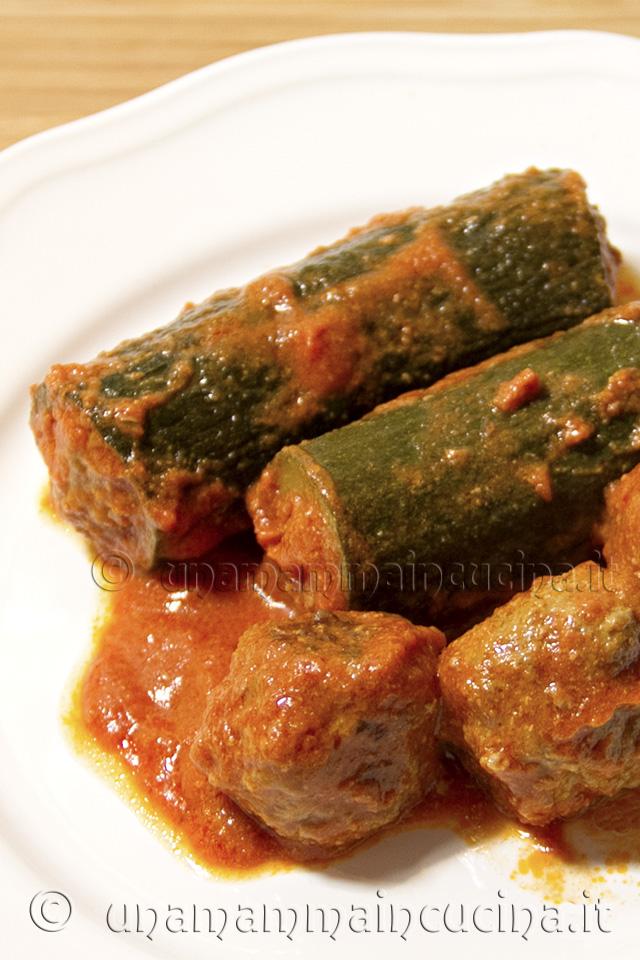 Zucchine ripiene al sugo con polpette - Ricetta di unamammaincucina.it v