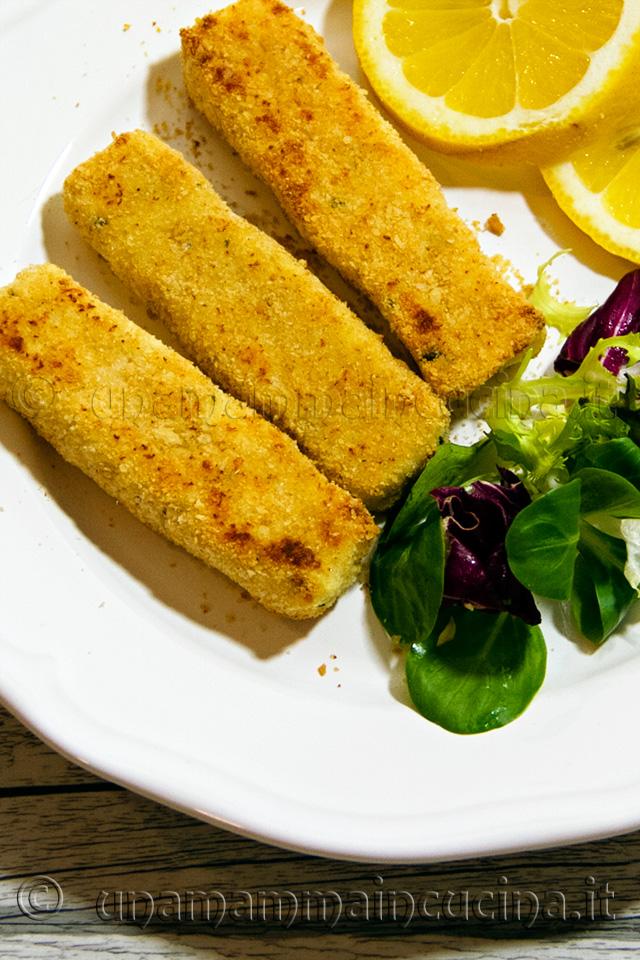 Bastoncini di pesce merluzzo al forno tipo bastoncini findus - Ricetta di unamammaincucina.it