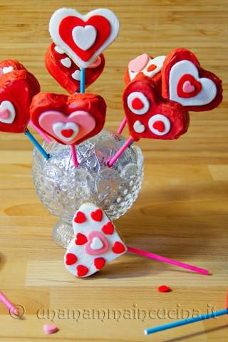Cake pops di San Valentino a forma di cuore | Ricetta di Una Mamma In Cucina