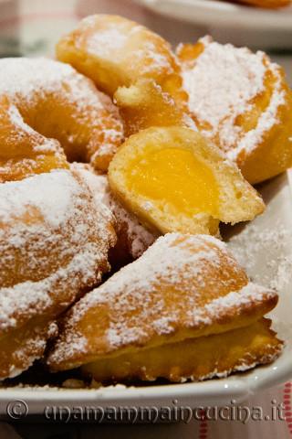 Ricetta di Carnevale: Tortelli alla crema fritti | Ricetta di Una Mamma In Cucina
