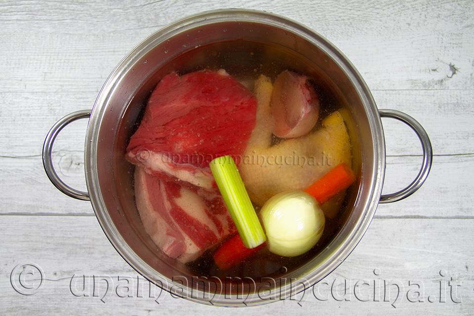 Brodo Di Carne - Crudo - Ricetta di unamammaincucina.it
