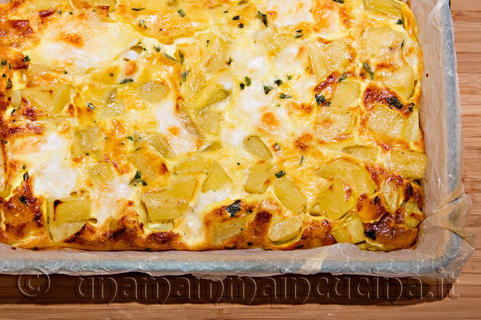 Frittata al forno con patate e mozzarella - Ricetta di unamammaincucina.it