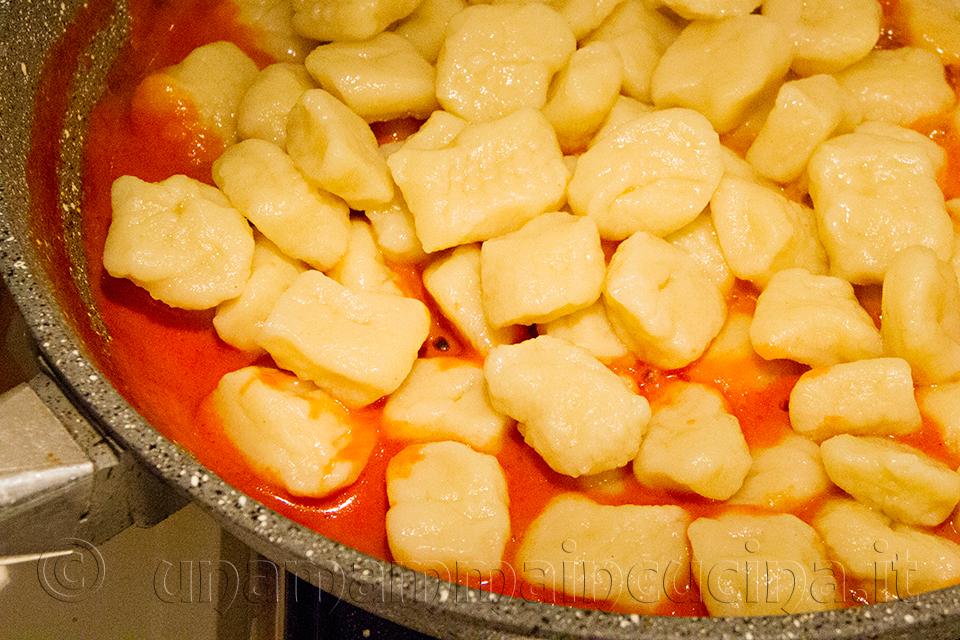Gnocchi in cottura