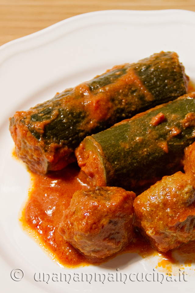 Ricetta Zucchine Ripiene Di Carne Al Sugo.Zucchine Ripiene Al Sugo Ricetta Di Una Mamma In Cucina
